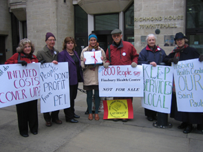 Six campaigners and local MP Emily Thornberry outside the Dept of Health, 14 January 2009